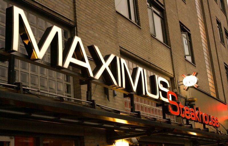 Penampakan Maximus Steakhouse dari luar. Tempatnya sangat cozy