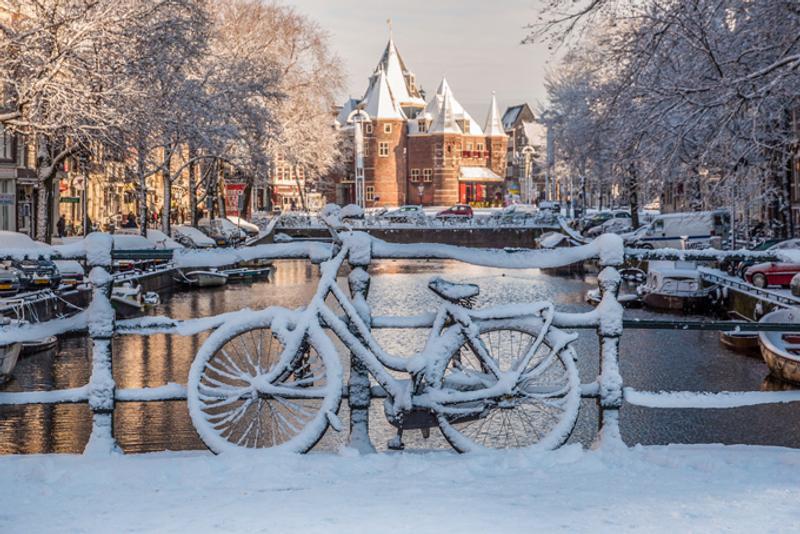 Зимний канал в Амстердаме, Нидерланды