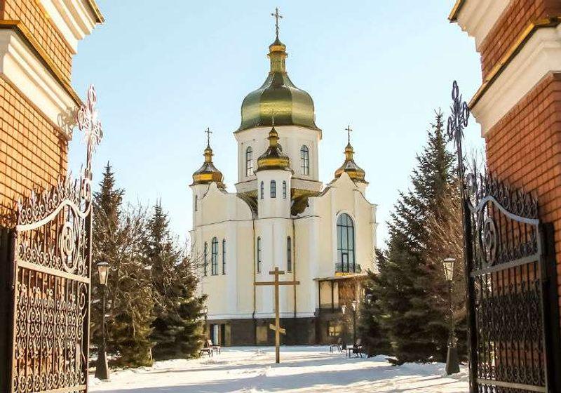 1778 yılında inşa edilmiş ahşap bir katedralin yerinde yükselmiş 1886 tarihli bir yapı.