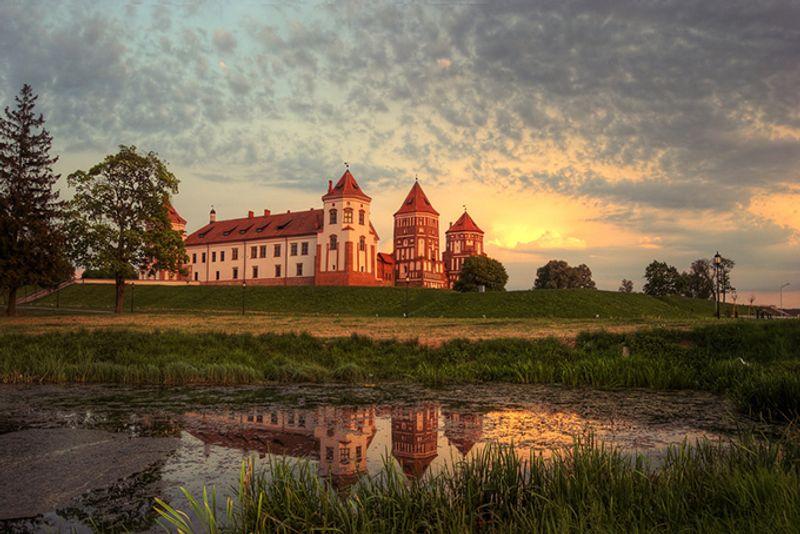 Мирский замок на закате, Белоруссия