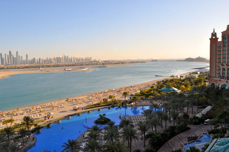Вид на пляжи из окна отеля Атлантис в Дубае, ОАЭ