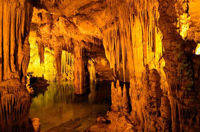 gruta de neptuno italia