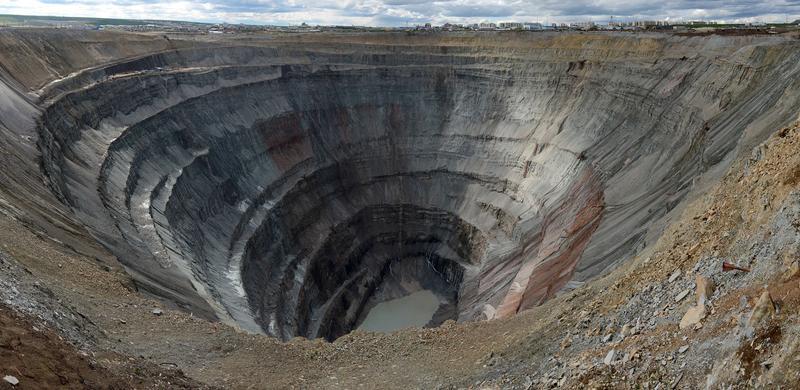 Алмазный карьер «Мир» в Якутии