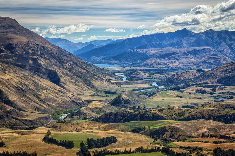 Perbukitan hijau New Zealand