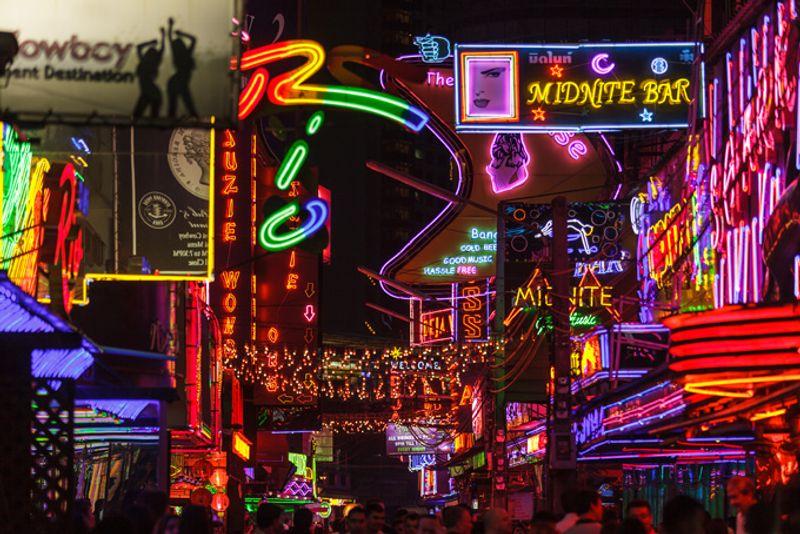 Улица Сой Ковбой в Бангкоке, Таиланд