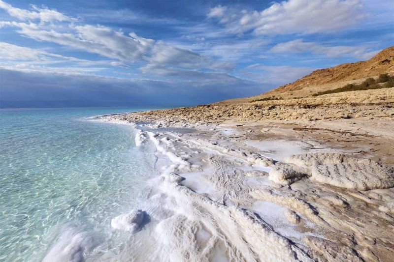 Соль на пляже Мертвого моря, Израиль