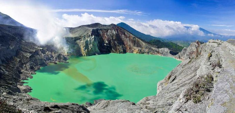 Озеро у вулкана Кавах Льен на острове Ява в Индонезии
