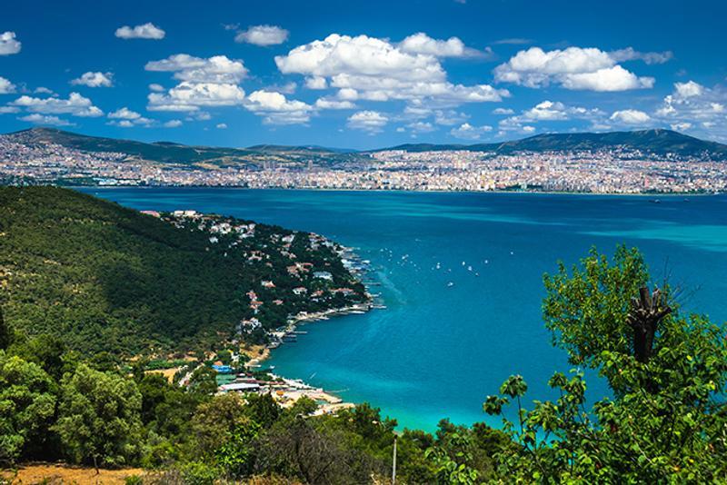 Вид на азиатскую часть Стамбула с Принцевых островов