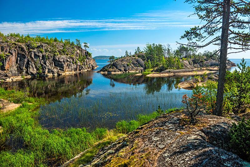 Скалистые острова на Ладожском озере