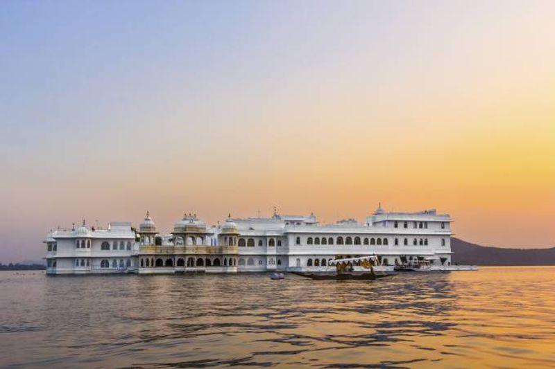 taj lake palace udaipur indien