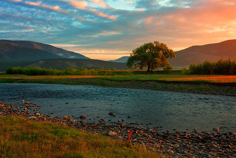 Закат на реке Голоустной, Байкал, Иркутская область