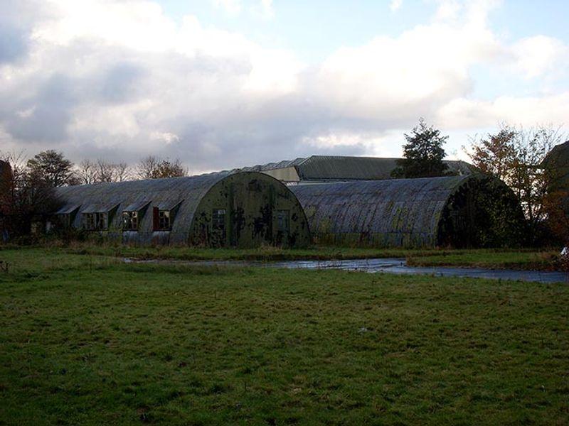 Вид на заброшенную базу ВВС Бинбрук в Великобритании