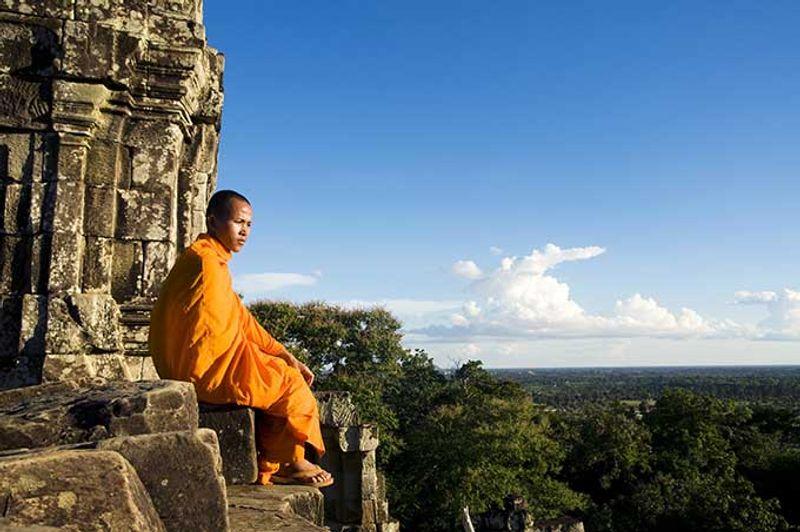 Joven monje en Angkor Wat Camboya