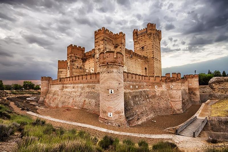 Castillos y Fortalezas de España La-mota-castle-in-medina-del-campo-valladolid-castilla-y-leon-spain