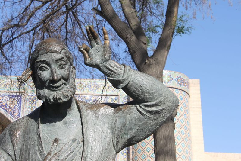 статуя Ходжи Насреддина в Бухаре