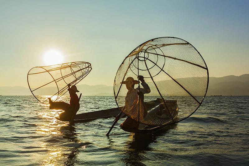 необычных видов туризма Рыбалка на озере Инле Мьянма