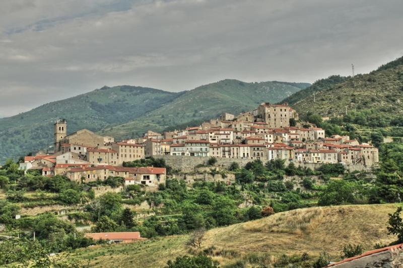 Le village de Mosset est entouré de montagnes