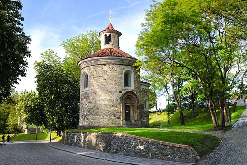 Достопримечательности Праги: церковь в замке Вышеграда.