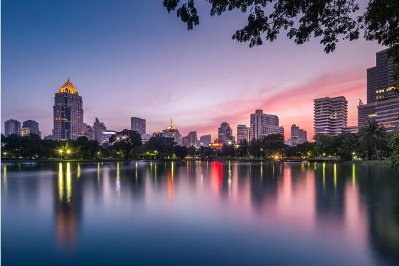Пруд в парке Люмпини в Бангкоке, Таиланд