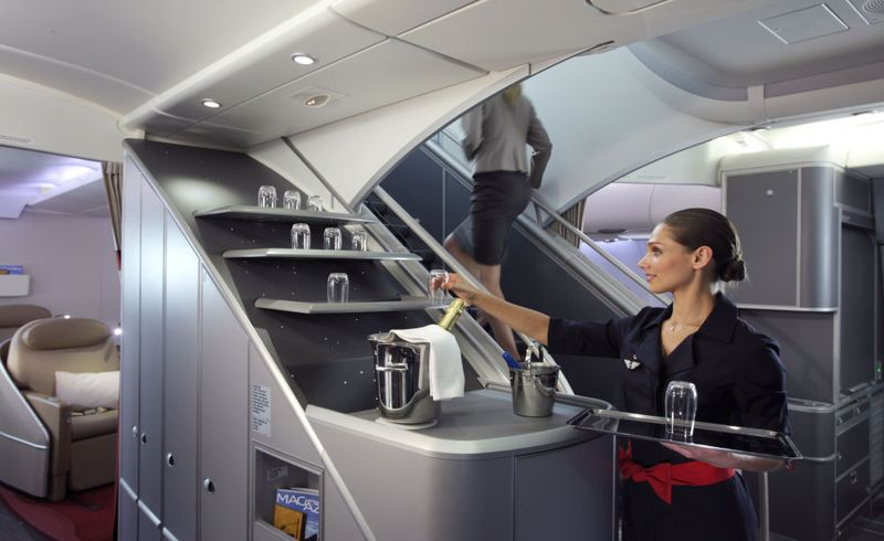 Voyager en a380 les destinations desservies par l 39 airbus for Interieur avion air france