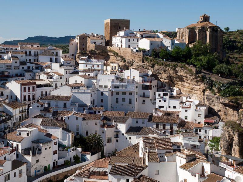 Setenil de las Bodegas, el pueblo bajo las rocas en Cádiz