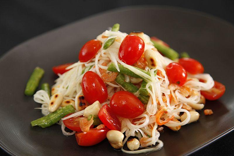 Тайский салат из зеленой папайи Сом Там