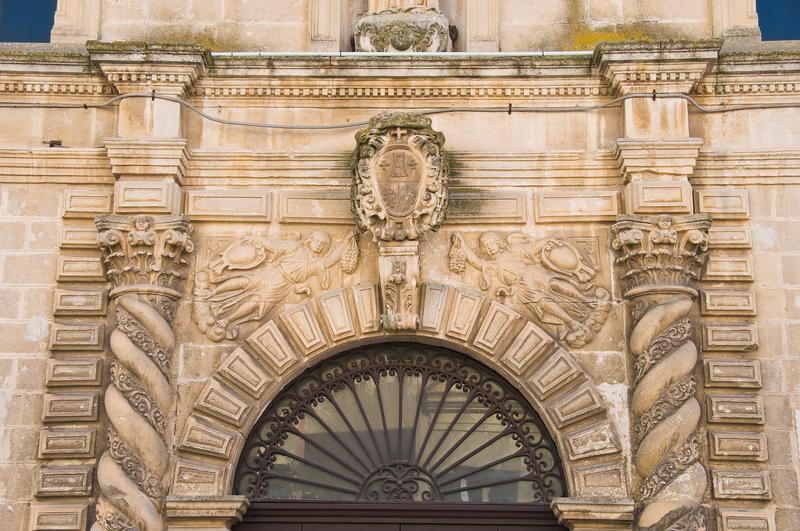 arco del portone del Museo Ridola