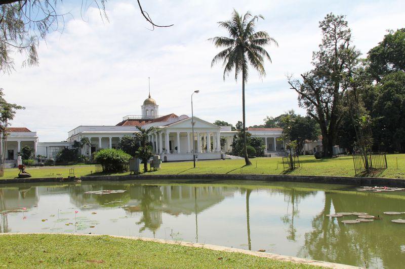 Istana Bogor, terletak di dalam area Kebun Raya Bogor