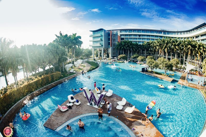 Find Out Singapore 39 S Best Luxury Hotel Pools To Cool Down In