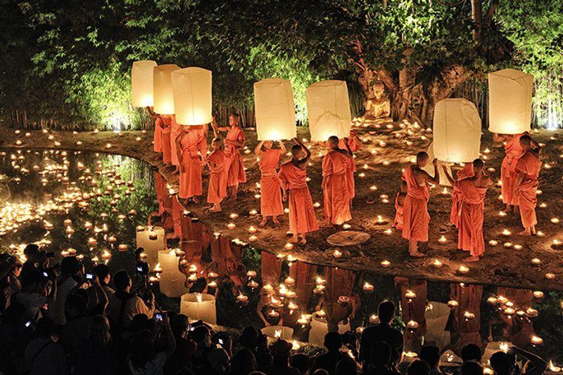 Лой Кратонг в Чианг Мае, Таиланд