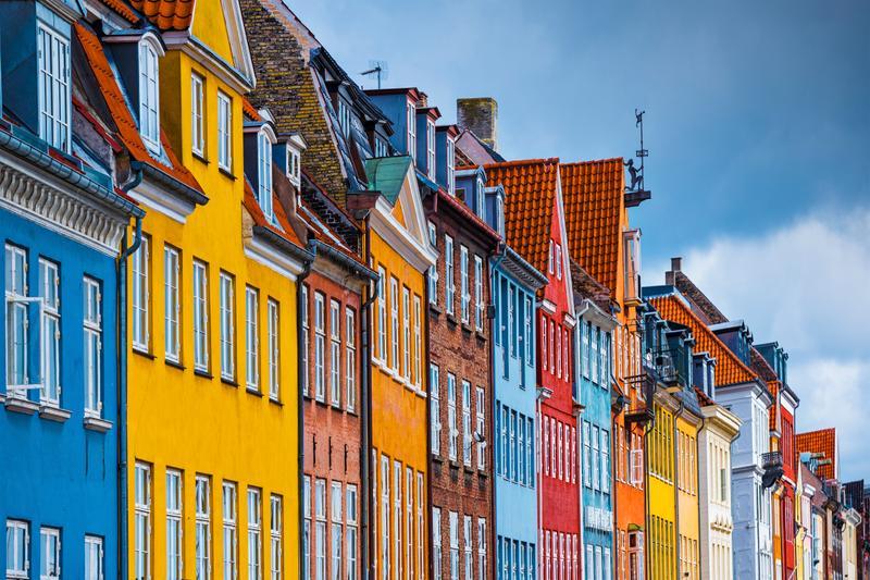 Những dãy nhà sắc màu nổi bật trên phố