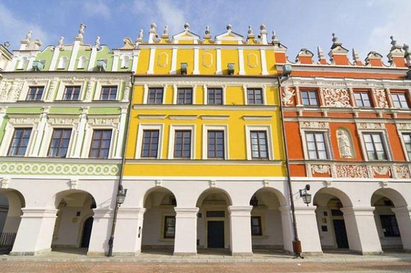 Facciate di palazzi a Zamość, Polonia