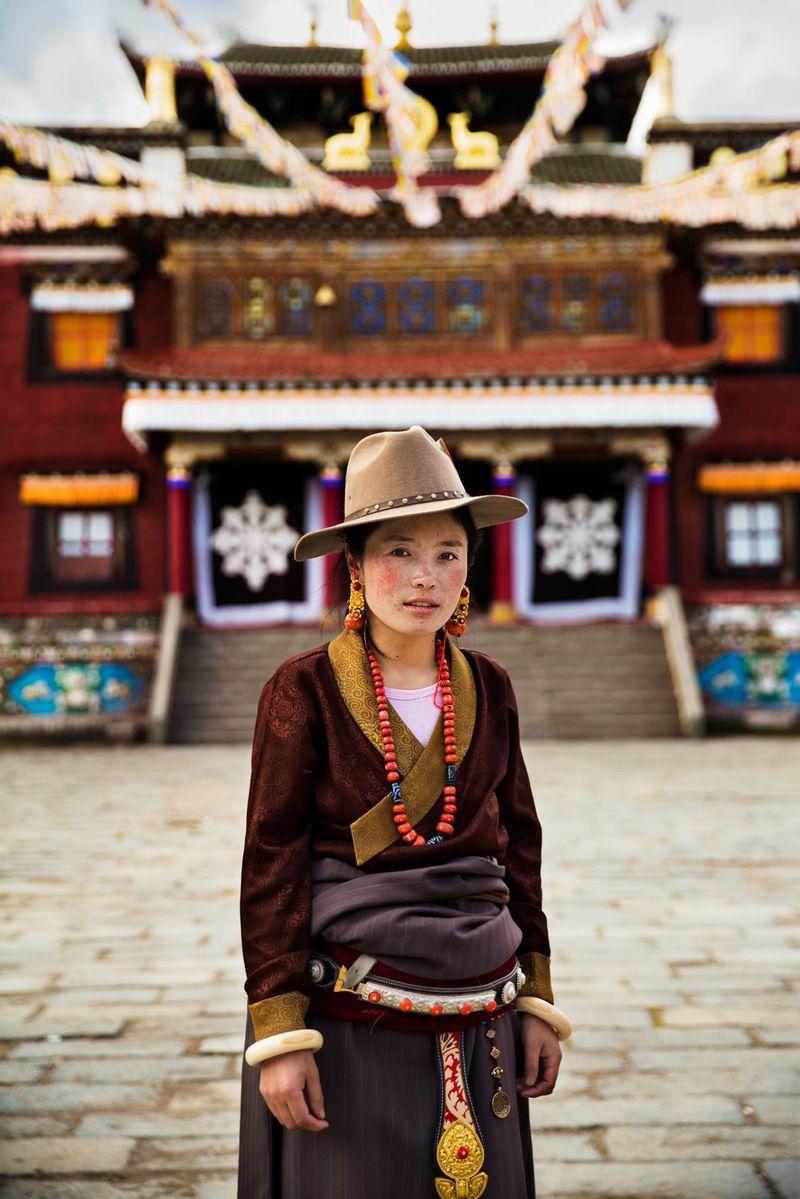 """Стильная тибетская женщина из фотопроекта Михаэлы Норок """"Атлас красоты"""""""