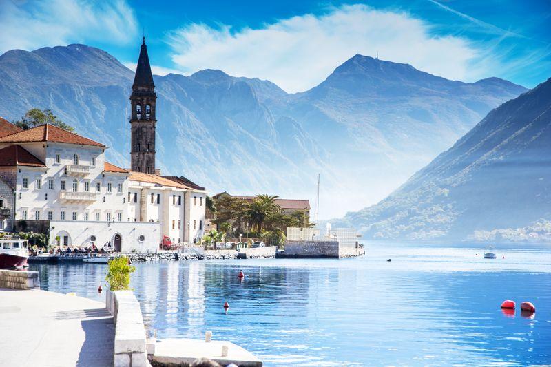 Старинный город Пераст на побережье Боко-Которской бухты в Черногории