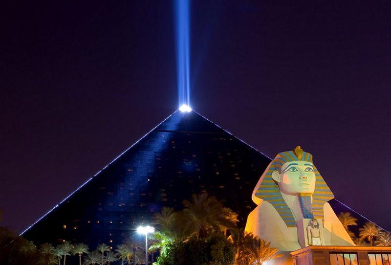 Das Luxor kann mit eigener Sphinx und Pyramide aufwarten.