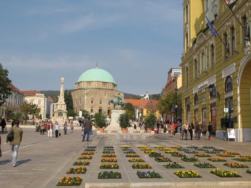 Главная плоащдь в Пече, Венгрия