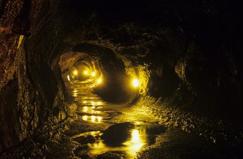 Hawaii hat nicht nur Traumstrände, sondern auch mystische Höhlen, wie diese hier.
