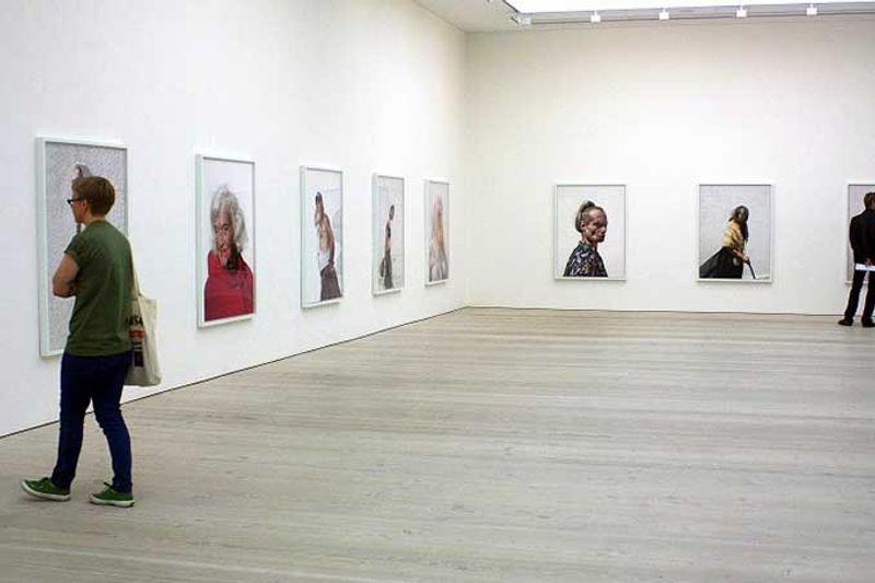 © Elena de Astorza - Contemporary Art at the Saatchi Gallery
