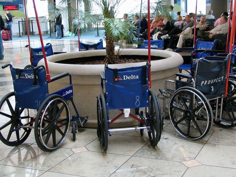 Инвалидные коляски в аэропорту