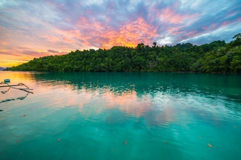 Tips Liburan Hemat ke Taman Nasional Kepulauan Togean, Sulawesi Tengah - Sunset di Togean