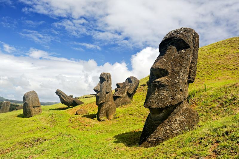 esculturas de moais en la isla de pascua