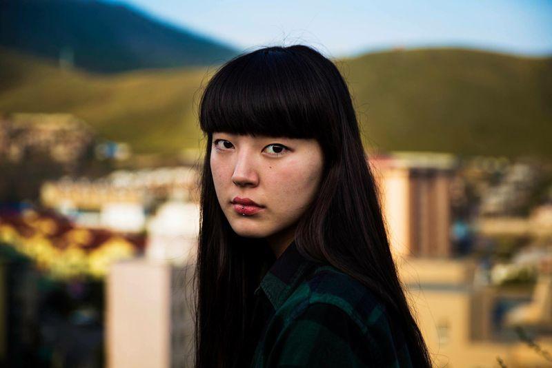 """Жительница монгольского Улан-Батора из фотопроекта Михаэлы Норок """"Атлас красоты"""""""