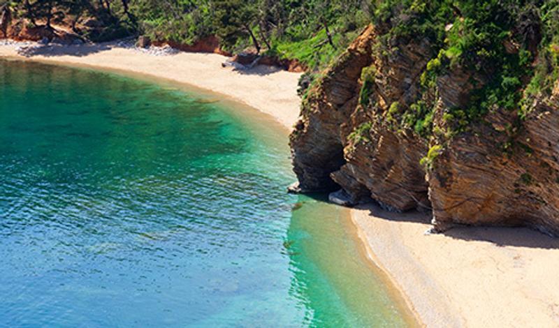 Участок пляжа в Черногории