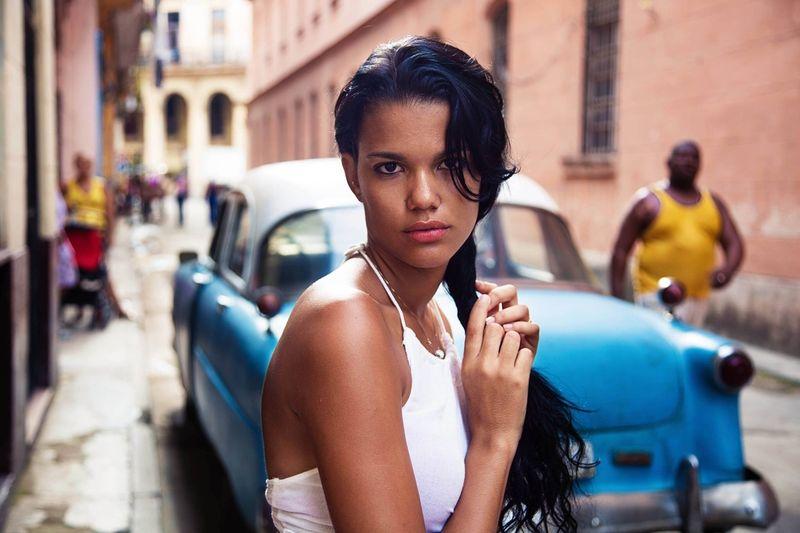 """Жительница кубинской Гаваны из фотопроекта Михаэлы Норок """"Атлас красоты"""""""