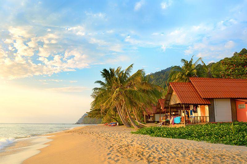 Дома на пляже острова Ко Чанг в Таиланде