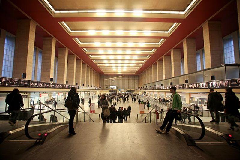 Берлинский аэропорт Темпельхоф превратился в выставочный центр.