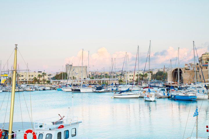 To λιμάνι του Ηρακλείου με τα ιστοφόρα