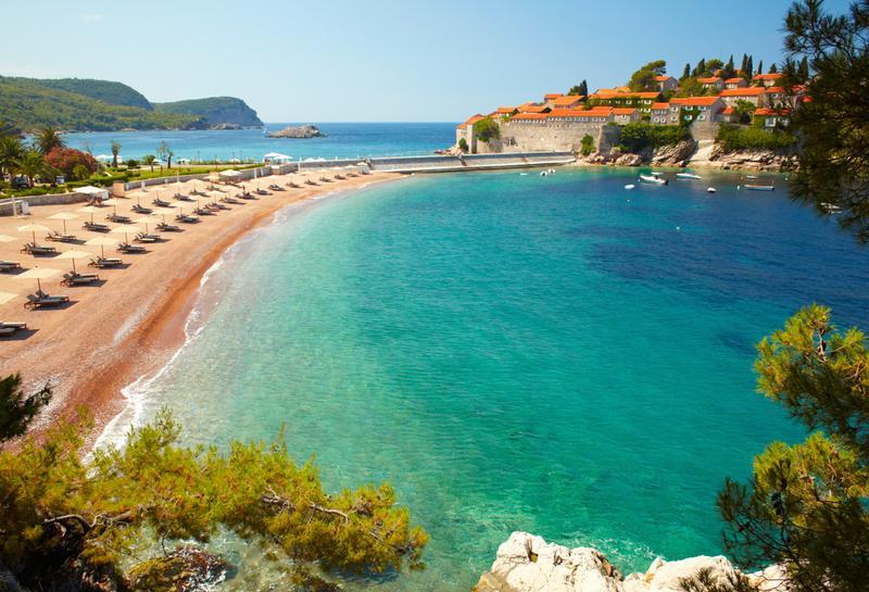 Пляж на курорте Свети-Стефан, Черногория