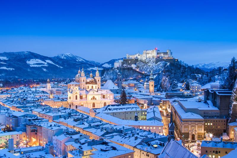 Вид на зимний Зальцбург, Австрия