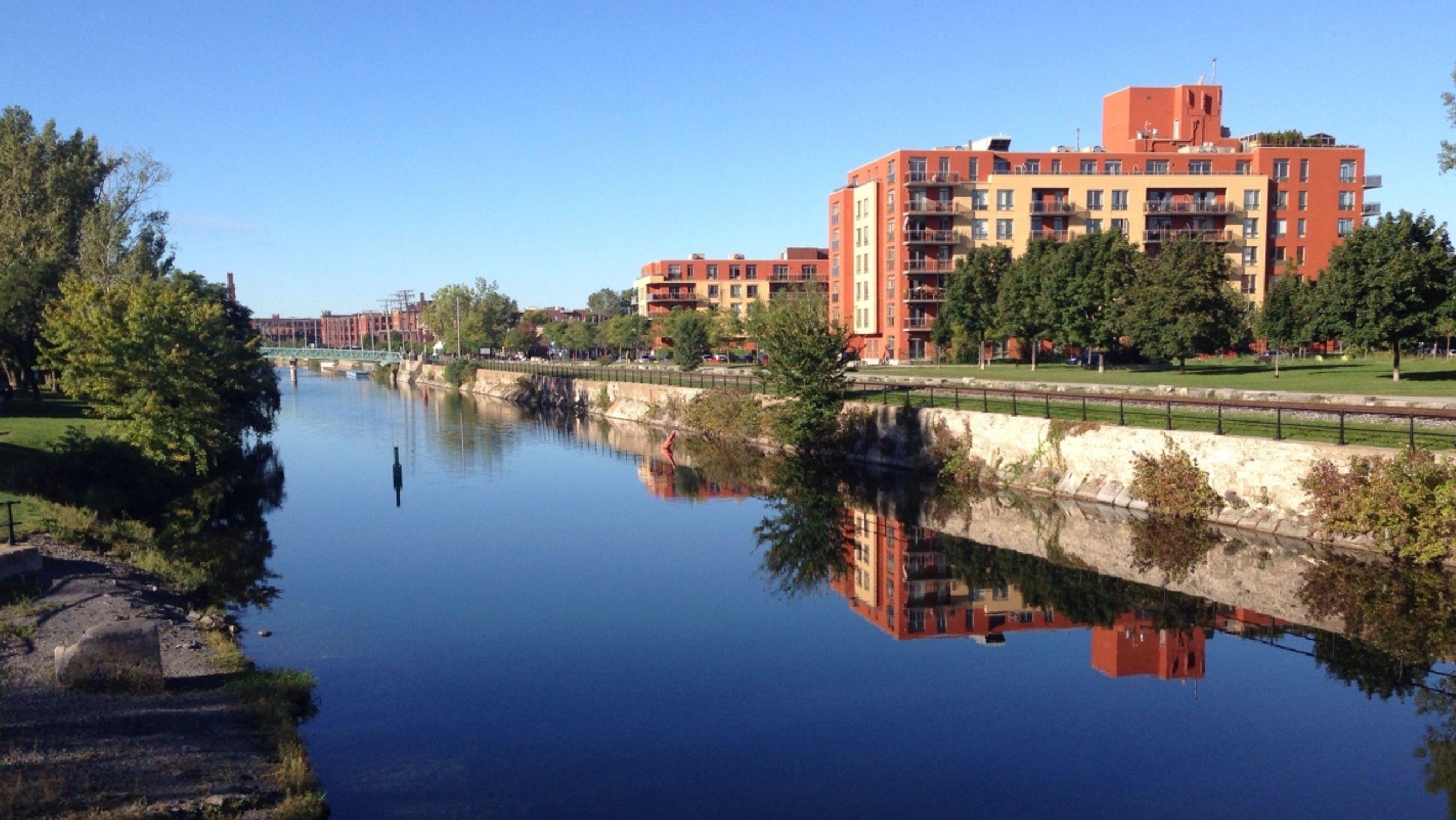 Montreal gezilecek yerler** listesindeki bir diğer isim Lachine Canal.